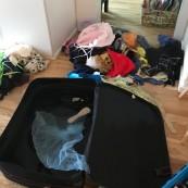 Snöig Regnig Onsdag, plockade vi fram resväskan med alla utklädes kläder