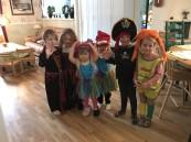 Till lunchen fick jag besök av! Pippi, sjörövare, Dracula, prinssessa, häxa och en superhjälte.