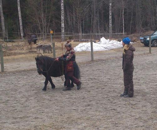 Charmigaste hästfröken Wilda och hennes matte Åsa