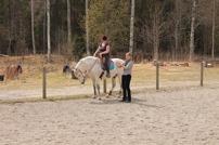 Karin och Zeus  instrueras av Birgitta