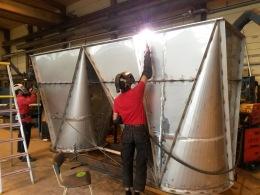 Linde Metallteknik AB - Tillverkning av flera större detaljer i rostfri plåt till ett nybyggnadsprojekt inom processindustrin.  Arbetet omfattade många detaljer med höga krav på svetskvalitét och dokumentation.