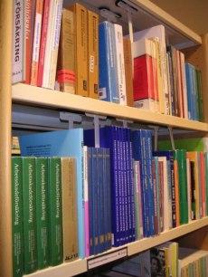 Många rättskällor på området: socialförsäkringsbalken, andra lagar, regeringens förordningar,  myndigheternas föreskrifter, lagförarbeten, domstolarnas praxis samt litteraturen