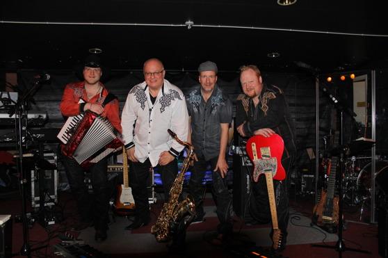 Foto:Dansbandssidan.com! Just nu vikarierar Karl-Olof Werner för Tom Manninen som är sjukskriven!