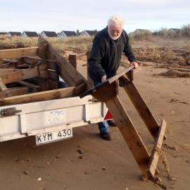 Två av bänkarna tycks vara förlorade i stormen, men de övriga har återfunnits