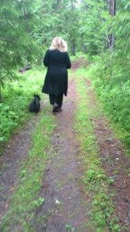 Lola och Vera i skogen