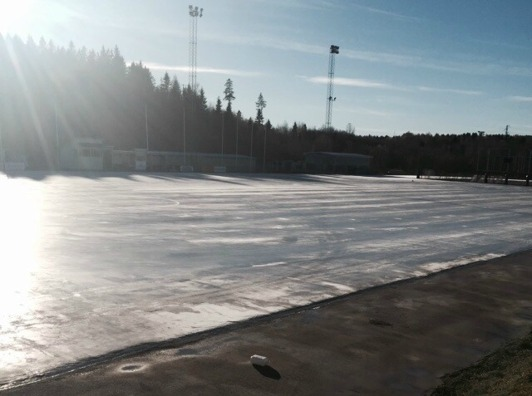 Isen under uppbyggnad på tisdagsförmiddagen.