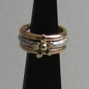 Annorlunda Silver ring med guldblomma