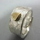 vigselring i silver med guldhjärta
