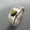 Silverring med guldhjärta