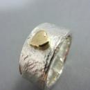 robust ring med guldhjärta
