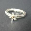 silver ring med guldkula