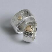 Unika förlovningsringar grov ring med gulhjärta