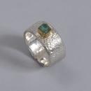 silver ring krympt yta guldinfattad sten