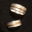 grov silverring med guldtråd