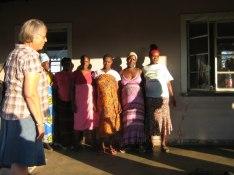 Gravida kvinnor inväntar förlossningen på sjukhusområdet