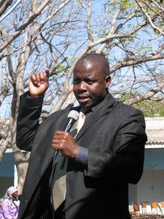 Rev. Cele pratar om fred och försoning