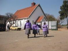 Vashandirikvinnorna kommer till Njube Youth Center i Bulawayo