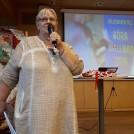 Anna-Lena Arousell Berglund ger information om kommande program för Kvinnorför mission