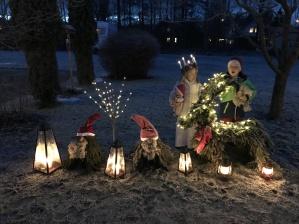 Bild Tina E -  Leo & Nora önskar alla en God jul