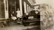 Bil framför Slottet 1920-tal Augusta Charlotta Spångberg Mörk och Johans dotter Bilen tillhörde Erik Strandin Bildkälla: Örebro stadsarkiv/fotograf okänd