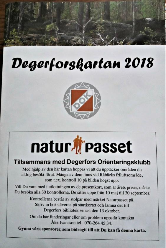 Bor du i Svartå hämtar du karta på Västanvägen 8 silverfärgad postlåda på garageväggen