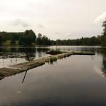 Brygga i kyrksjön