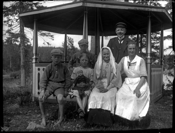 Bilden troligen från lusthuset vid Höglunda