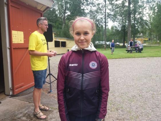 Ella Laine vinnare på 5,5 km kvinnor tävlande för Karlskoga Friidrott