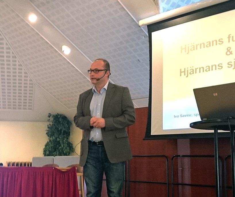 Ivo Savinc in action, Han kom 2005 till Sverige och Kalix från Österike, gick en 9 veckors språkkurs och patienterna har inga problem att förstå honom.