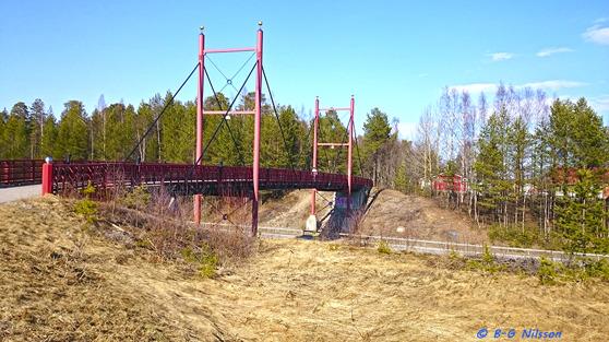 Valborgsmässoafton 2016. Den s k Golden Gate-bron över E-4 i Näsbyn.