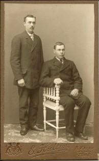 Hjalmar Lind 1893-1978 och Kalle Olofsson 1890-1980 från Innanbäcken, fotade 1913. Ur B-G Nilssons bildsamling: ursprung Linds album.