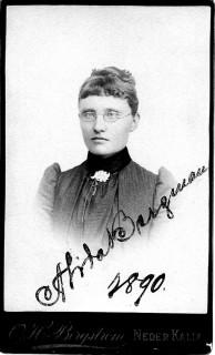 Alida Bergman fotad år 1890. Hon bör vara född 1868 i Överkalix och både föreståndare för telfonstationen och även postmästare 1912-1920. dog ogift i Bränna 1935