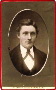 Isak Isaksson f 1865 i Pålänge gift 1891 med damen till höger. Han dog 1910.