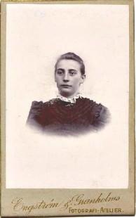 Bilden ur Porträttfynd, okänd kvinna.