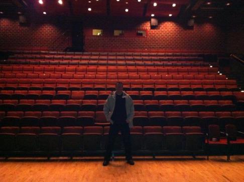 Den 7 november 2013 fyllde jag stora salen på Fröunda Kulturhus. På bilden min vän Morgan innan föreläsningen.