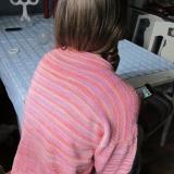 ensam flicka, tröja i rosenrosa 908