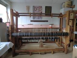 Stor gammal mattvävstol söker ny ateljé