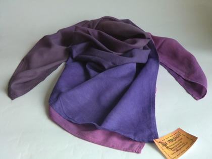 Lila kvadratisk sjal
