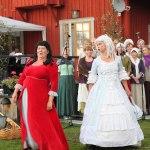 Catfight mellan Ingrid-Marie (Carina Nilsson) och Ulla Winblad (Eva Lysell). Foto: Mats Anderling