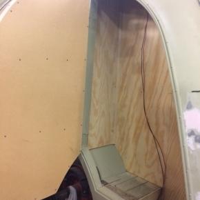 Innerväggar i bakskåpet klara