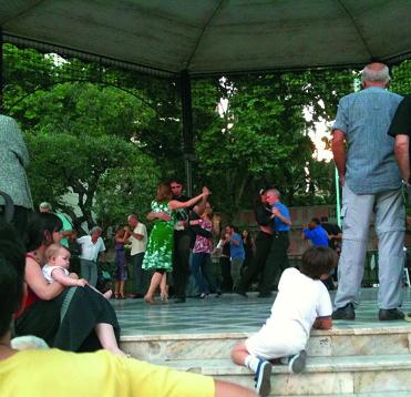 Vem vill inte dansa tango i Buenos Aires – som här på milongan La Glorieta
