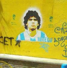 Ikonen Diego som gatukonst utanför Boca Juniors stadion