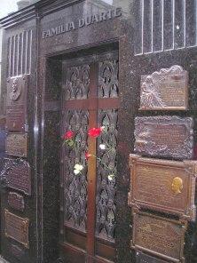 Eva Perón i pappas grav på Recoletakyrkogården