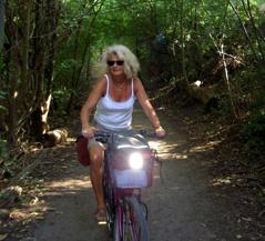 Största delen av turen cyklar du genom jordbruksbygd - en bit ifrån de största turiststråken - förbi sjöar och genom skogar och rekreationsområden.
