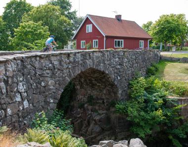 Du kan också välja cykelturer, som går genom landsbygd utanför de största turiststråken.