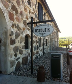 Nice places for a break along the tour. Here Skottorp´s dairy at the castle, day 1.