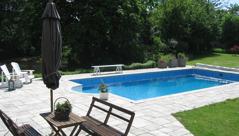 Ta gärna ett dopp i poolen på boendet dag 2!