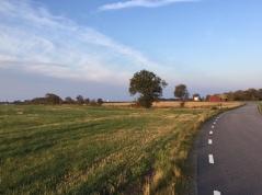 Du kan räkna med ett cykelvänligt landskap utan tuffa backar på dina dagsetapper. Foto: Britten Toftarp