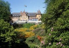 Strax efter start dag 1 passerar du Sofiero Slott med trädgård, bland annat ca 10 000 rhododendron. Foto:  Region Skåne©sydpol.com.