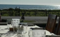 Dag 3 övernattar du på vandrarhem med hotellstandard, 5 min från havet. Restaurang med utsikt över Kattegatt.